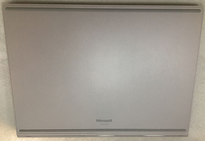 Surface book2 13インチ 裏面