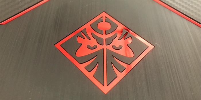 OMEN by HP 15 ロゴ