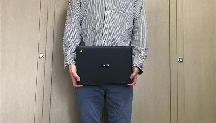 ASUS Chromebook C204MA 手で持った感じ