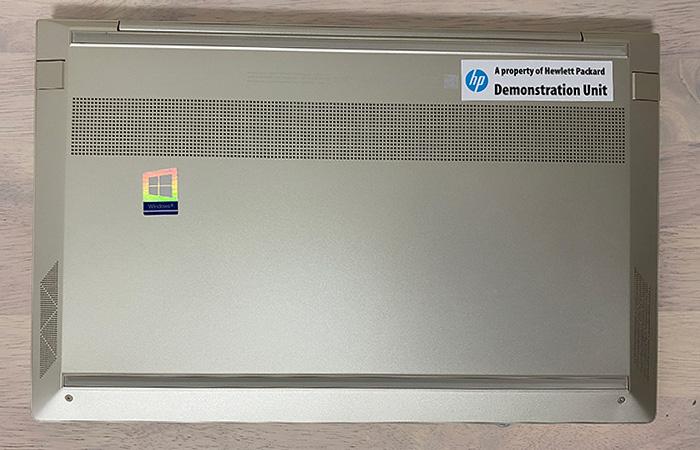 HP-ENVY-13baの底面