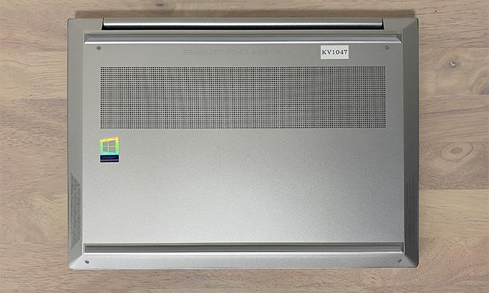 HP ENVY 14-ebの底面